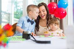 День рождения ребенка  Составление списка гостей лучше доверить самому ребенку. Родители могут помочь ему с выполнением оригинальных приглашений и их отправкой  Как устроить праздник: http://svadebniytamada.ru/news/den-rozhdeniya-rebenka/