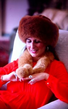 Petit Alpaca Fur Hat and Collar Made of 100% Baby Alpaca. Very soon available at Petitalpaca.com online store. #aw1516 #fashion #accessories #babyalpaca #dressup (Foto: Borja Luque para Petit Alpaca).