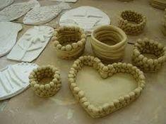 Výsledek obrázku pro keramika pro děti nápady Clay Projects For Kids, Pasta Piedra, Vase, Sculpture, Pottery Ideas, Desserts, Anna, Food, Children