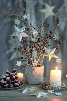 DIY: Creative Christmas decorations with stars decorations - Christmas Decorations Christmas Mood, Noel Christmas, Rustic Christmas, Christmas Crafts, Christmas Ornaments, Winter Holiday, Simple Christmas, Christmas Cookies, Navidad Natural