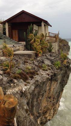 Amatoa Cliff Hut
