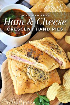 Crescent Dough Sheet Recipes, Crescent Roll Dough, Crescent Roll Recipes, Crescent Rolls, Ham Slices Recipes, Ham Sandwich Recipes, Rolled Sandwiches, Ham Dinner, Dinner Rolls Recipe
