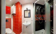 Łazienka znajdująca się w mieszkaniu w Bielsku-Białej przy ulicy Wiśniowej. Oryginalna i nowoczesna.