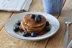 Sounds pretty much Fluffy Vegan Pancakes Oatmeal Pancakes, Tasty Pancakes, Breakfast Pancakes, Waffles, Dutch Recipes, Vegan Recipes, Vegan Food, Perfect Food, Healthy Snacks