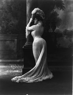 Actress Bianca Lyons showing off that crazy corseted S-shape, 1902.