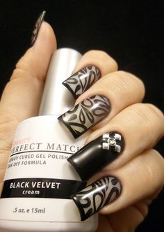 Weekly Mani: Sexy Framed and Stamped Design | Ten Little Canvases