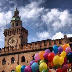 Palazzo d'Accursio a colori per #BiciSenzaFrontiere - Instagram by pmisiti