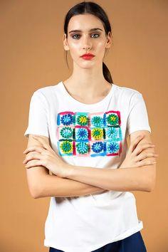 White-blue painted pom pom appliqué T-shirt - V I K T O R I A V A R G A Tulle Poms, Tulle Tutu, Tulle Dress, Pom Poms, Tulle Skirt Tutorial, Shoe Refashion, No Sew Tutu, How To Make Tutu, Paper Poms
