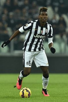 Paul Pogba Photos - Paul Pogba of Juventus FC in action during the Serie A match between Juventus FC and Hellas Verona FC at Juventus Arena on January 2015 in Turin, Italy. - Juventus FC v Hellas Verona FC World Football, Football Kits, Football Soccer, Juventus Fc, Soccer Pro, Football Players, Soccer Tumblr, Fifa, Hair