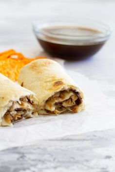 Fast and easy - these French Dip Tortilla Roll Ups have all the flavors of a French Dip Sandwich, but rolled up into a tortilla instead! These are perfect for those weeknight dinners when you need to get something tasty on the table quickly. Easy Summer Dinners, Fast Dinners, Easy Meals, Weeknight Dinners, Tortilla Enrollada, Roll Ups Tortilla, Poutine, Fast Dinner Recipes, Breakfast Recipes