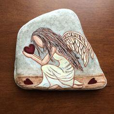 Stone Painting, Rock Painting, Inspirational Rocks, Angel Drawing, Mandala Rocks, Angel Art, Rock Crafts, Chalkboard Art, Painted Stones