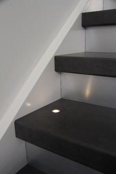 De interieurtrend industrial look kun je realiseren door je trap te bekleden met onze betonlook treden. #Traprenovatie