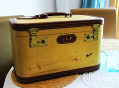 vintage mustard yellow, brown leather trimmed make up train case. Skyway. distressed leather trim case. overnight case