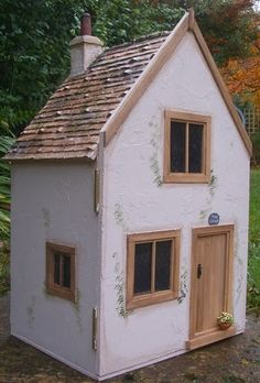 A Profile of Julie Bennett, Cottage Creations - Dolls' Houses Past & Present