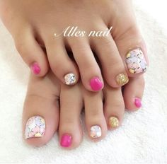 Countless wonderful summer toenail designs that are not in the air. Your toe nails deserve a lot of attention when it comes to fashion. Pedicure Nail Art, Toe Nail Art, Glitter Toe Nails, Feet Nail Design, Summer Toe Nails, Happy Nails, Feet Nails, Toenails, Toe Nail Designs