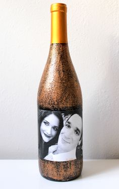 This photo collage wine label is such an easy DIY that turns an ordinary bottle of wine into a gift!