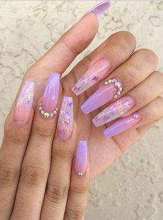 If you want cute ombre nails that suit summertime in 2019 then check our cherry-picked ombre acrylic nails between purple, blue, yellow, and pink ombre nails. Purple Ombre Nails, Purple Acrylic Nails, Summer Acrylic Nails, Best Acrylic Nails, Summer Nails, Acrylic Nail Designs For Summer, Acrylic Nails Coffin Ombre, Light Purple Nails, Purple Nails With Design