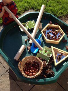Tuff spot: idee per una didattica innovativa Autumn Crafts, Autumn Art, Autumn Theme, Autumn Ideas, Tuff Spot, Maths Eyfs, Eyfs Classroom, Numeracy, Outside Activities