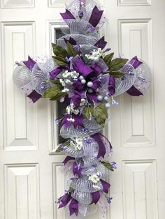 Newest Absolutely Free cross Wreath for Front Door Strategies The doorway wreath contributes a doing hits to your property, giving it any hot allowed think and al Diy Spring Wreath, Diy Wreath, Wreath Making, Wreath Ideas, Easter Wreaths, Holiday Wreaths, Wreaths Crafts, Small Purple Flowers, Deco Mesh Wreaths