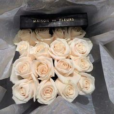 Obsessed with Maison Des Fleurs ❤️ My Flower, Pretty Flowers, Deco Nature, Plants Are Friends, Deco Floral, Flower Boxes, Beautiful Roses, White Roses, Cream Roses