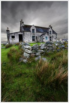 The cottage (Hebrides) By: Jane Goodall Taken in the Isle of Lewis, Outer Hebrides Abandoned? Old Buildings, Abandoned Buildings, Abandoned Places, Photo Post Mortem, Outer Hebrides, Belle Photo, Old Houses, Costa Rica, Countryside