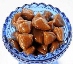 Karamell bonbon Sweet Recipes, Snack Recipes, Snacks, Macaron, Christmas Candy, Pretzel Bites, Fudge, Almond, Chips