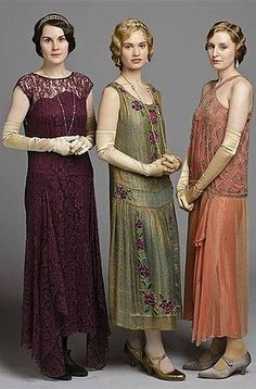 Downton Abbey Costumes - Lady Mary, Rose and Edith Downton Abbey Costumes, Downton Abbey Fashion, Vintage Dresses, Vintage Outfits, Vintage Fashion, Vintage Costumes, 1920s Outfits, 1920s Fashion Dresses, Roaring 20s Fashion