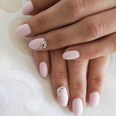 Ślubna klasyka 💅👍🎊🌟.  Wykonanie Ola 💖   #nailsoftheday #bridetobe #bridal #nails #Nail #ślub #wedding #weddingnails #nailart #svarowski #warszawa #warsaw #mani #manicure