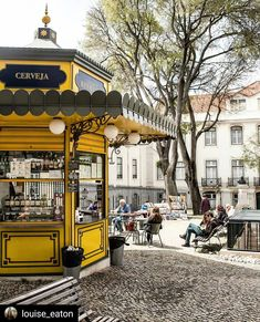 Pit stop for a snack at this cute, colorful kiosk in Lisbon Kiosk Design, Cafe Design, Retail Design, Design Shop, Coffee To Go, Coffee Shop, Algarve, Portugal Country, Gazebo