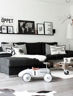 The Black and white living room means that you are using a monochrome design for your interior. Read Luxurious Black and White Living Room Ideas Living Room Inspiration, Home Decor Inspiration, Home Living Room, Living Room Designs, Apartment Living, Black Sofa Living Room Decor, White Apartment, Apartment Interior, Room Interior
