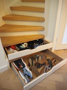 Traplade, ook in schuine treden Shoe Rack, Stairs, Inspiration, Biblical Inspiration, Stairway, Staircases, Shoe Closet, Shoe Racks, Ladders