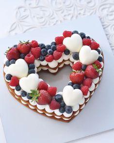 Elegant Birthday Cakes, 1st Birthday Cakes, Beautiful Birthday Cakes, Cute Desserts, Wedding Desserts, Fondant Cake Designs, Wedding Cake Cookies, Pastel Cakes, Biscuit Cake