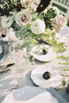 Beautiful tabletop florals   Maru Photography