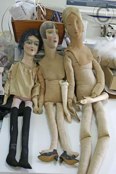 Here is another Lilith that Sue is restoring. Note the unusual hands. These are not typical of most boudoir dolls. This particular doll is n. Vintage Mannequin, Vintage Dolls, Corpus, Half Dolls, Creepy Dolls, Retro Art, Fantastic Art, Antique Toys, Old Toys