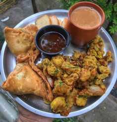 Image may contain: food Veg Recipes, Spicy Recipes, Indian Food Recipes, Vegetarian Recipes, Food Snapchat, Food Garnishes, Indian Street Food, Desi Food, India Food