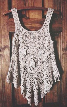 Vest lace pattern have feminine taste very much,Look at simple but do not break elegance.Such a Boho Crochet Tank Top! Hippie Chic, Moda Hippie, Estilo Hippie, Gypsy Style, Boho Gypsy, Hippie Style, Bohemian Style, Boho Chic, Hippie Bohemian