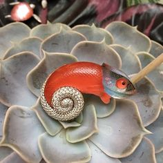 Chameleon brooch in gold with red agate, rock crystal and diamonds, by Vhernier.