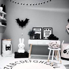 Será que minha esposa deixa eu por o nosso quarto tipo esse ? Kkkkkk Quero essa luminária de parede do Batman! Regrann from - Batman 🙌🏻 Credit: Cute Room Decor, Boys Room Decor, Boy Room, Kids Bedroom, Big Little, Miffy Lamp, Batman Bedroom, Superhero Room, Baby Zimmer