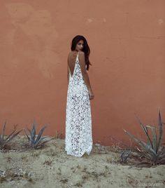 Boho summer: whote lace dress. Via The Boho Garden