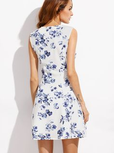 Online shopping for Floral Print Scoop Neck Sleeveless A-Line Dress from a great selection of women's fashion clothing & more at MakeMeChic. Modelos Fashion, Circle Dress, Casual Dresses, Summer Dresses, Designer Dresses, Dress Skirt, Scoop Neck, Floral Prints, Cute Outfits