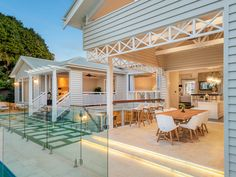 New Hampton house extension at Hawthorne / Brisbane. Renovation to existing early 1900 Queenslander house.