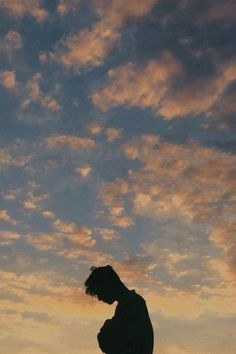 ♡ Pastel soft grunge aesthetic ♡ ☹☻ Troye Sivan ♡☾❂✶✖️☹☻☽❂✶✖️♡ ~αи∂ ι мιѕѕ уσυ мσяє тнαи αиутнιng ιи тнιѕ ωσяℓ∂~ Troye Sivan, Blue Neighbourhood, Photographie Portrait Inspiration, Photography Poses For Men, Portrait Photography Men, Foto Art, Photo Instagram, Belle Photo, Aesthetic Wallpapers
