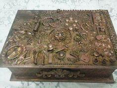 Colagem de objetos , reciclagem fundo cobre