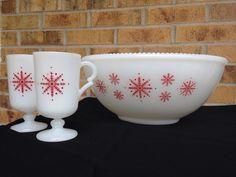 Gorgeous McKee Milk Glass Punch Bowl and 2 by Nobleknickknacks Vintage Bowls, Vintage Kitchenware, Vintage Dishes, Vintage Glassware, Vintage Love, Vintage Items, Vintage Pyrex, Pyrex Bowls, Vintage Fire King