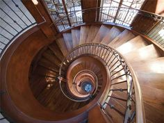 What a gorgeous spiral staircase!