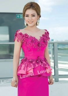 Lace Dress Styles, African Lace Dresses, African Fashion Dresses, Traditional Dresses Designs, African Traditional Dresses, Traditional Outfits, Gaun Dress, Myanmar Dress Design, Myanmar Traditional Dress