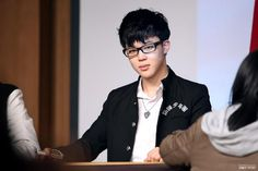 Jimin used to wear glasses; I think he suits them a lot. <3 JIMIN YOU PUT THOSE GLASSES ON YOUR FACE THIS INSTANT