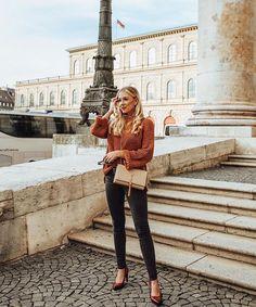 Der Herbst ist da ! Ein schlichter Look mit orangenem Pullover und Yves Saint Laurent Tasche.  #ootd #fashion #Herbst #style #Pullover ©https://www.instagram.com/annisophie_/