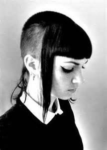 Old school Chelsea cuts! Cute punk girls… How much would i scare the crap out of my clients with something like this.