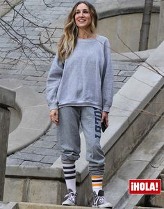 Casual chic: Sarah Jessica Parker traded in the Hollywood glamour for a casual athletic ensemble as she was spotted in New York City on Tuesday Jessica Biel, Sarah Jessica Parker, Fashion 101, Fashion Quotes, Fashion History, Fashion Finder, Petite Fashion, Power Walking, Carrie Bradshaw